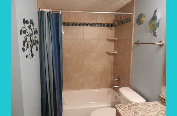 Newly remodeled guest bath!